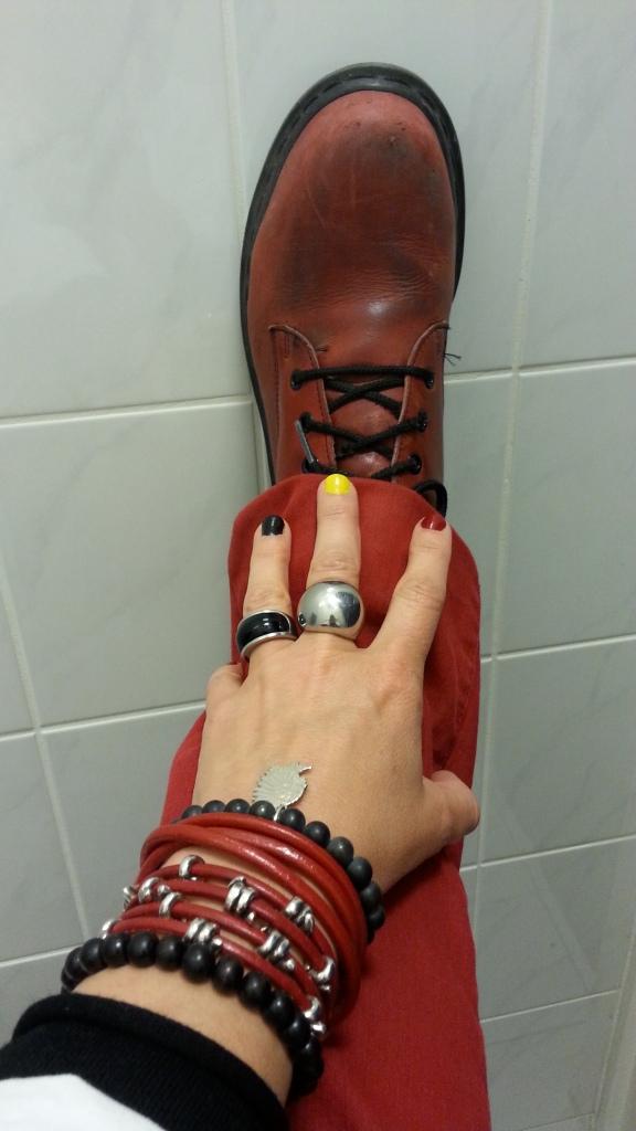 Au labo, avec mes chaussures de securite! Special dedicace pour Fedora (Maisouibiensur.be)